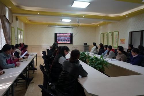 南阳市实验幼儿园教师观看庆祝改革开放40周年大会直播